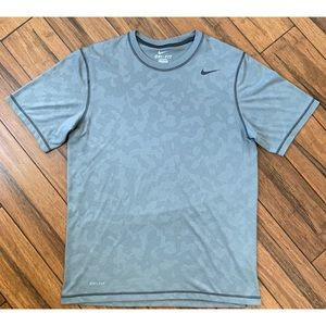 Nike Men's Dri-Fit Grey T Shirt size Medium